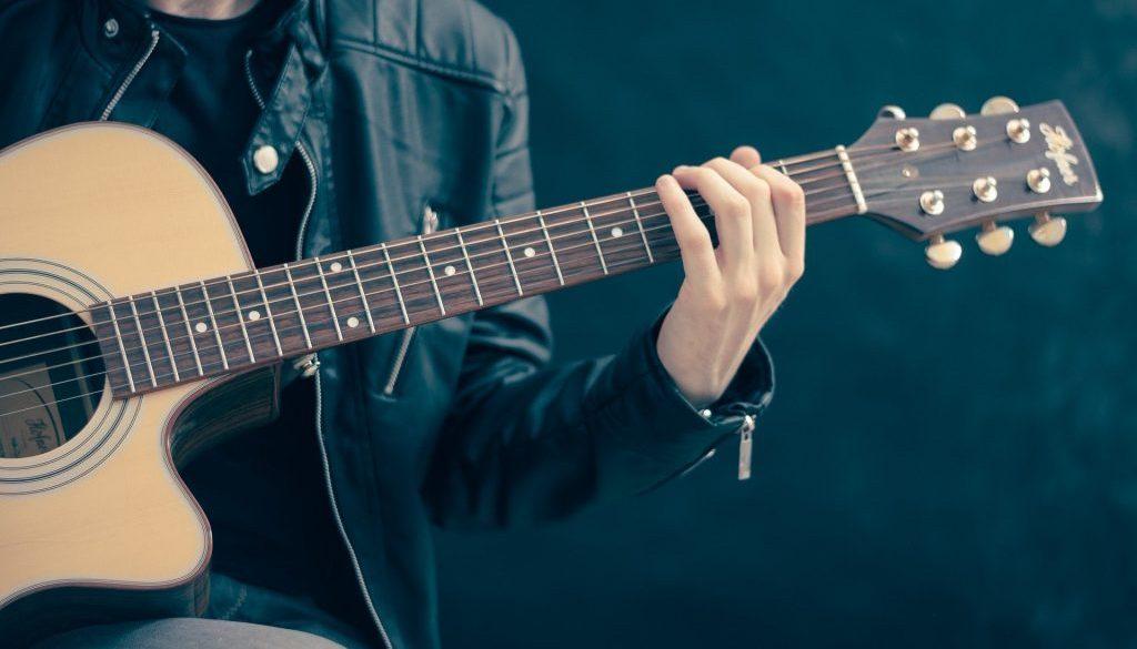 guitar-756326_1920-min